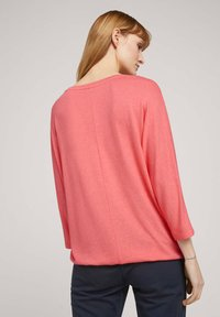 TOM TAILOR - BATWING - Stickad tröja - strong peach melange - 2