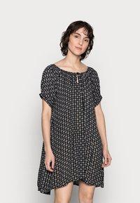 Kaffe - KALERA AMBER - Denní šaty - black/chalk - 0