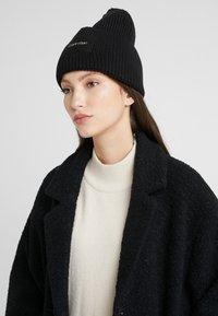 Calvin Klein - FOLD BEANIE - Muts - black - 3