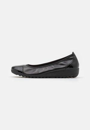 COURT SHOE - Bailarinas - black