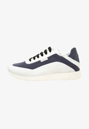 Trainers - white blue