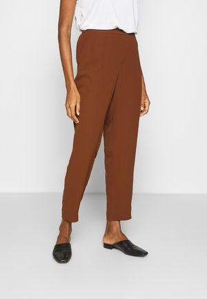 SLIM FLUID TROUSERS WITH ELEASTIC WAISTBAND - Bukse - tan