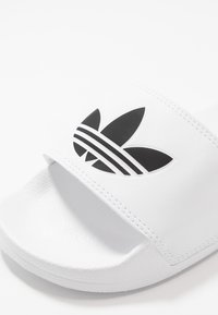 adidas Originals - ADILETTE LITE - Pantofle - footwear white/core black - 2