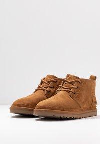 UGG - NEUMEL - Boots à talons - chestnut - 4