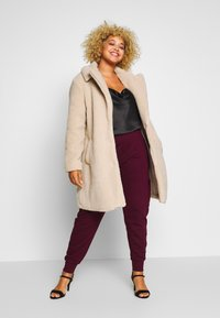 Missguided Plus - UTILITY POCKET HIGH WAISTED - Tracksuit bottoms - wine - 1