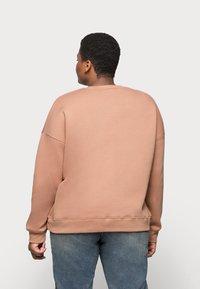 Missguided Plus - CREW NECK  - Sweatshirt - rose - 2