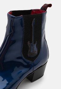 Jeffery West - MURPHY GUITAR CHELSEA - Biker-/cowboynilkkurit - metal dark blue - 5