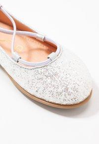 Unisa - SEIMY - Ankle strap ballet pumps - white glitter - 2