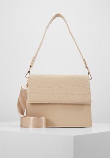CHRIS CROSS BODY - Handbag - beige/gold