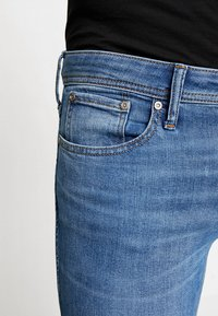 Jack & Jones - JJITOM JJORIGINAL - Vaqueros pitillo - blue denim