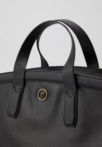 Guess - KING - Weekend bag - black - 4