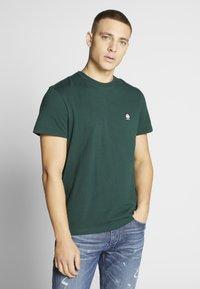 American Eagle - TEE CORE BRAND - Print T-shirt - green - 0