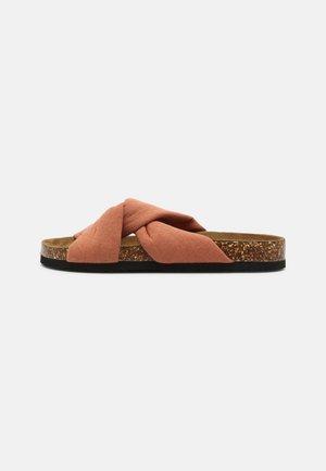 ONLMAXI CROSSOVER - Pantofle - nude