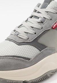 Levi's® - EASTMAN - Sneakers - regular grey - 5