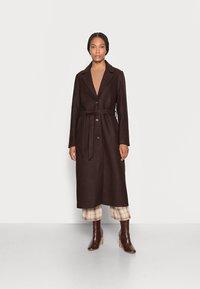 mine to five TOM TAILOR - LOOK LONG COAT - Classic coat - dark oak brown - 0