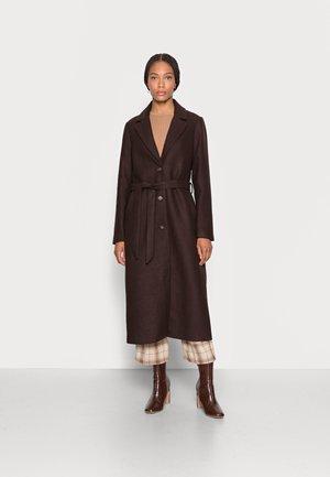 LOOK LONG COAT - Classic coat - dark oak brown