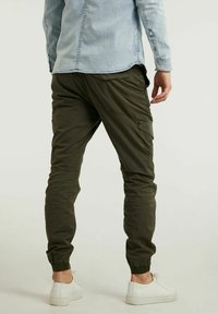 CHASIN' - Cargo trousers - green - 1