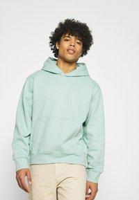 adidas Originals - PREMIUM HOODY UNISEX - Sweatshirt - hazy green - 0