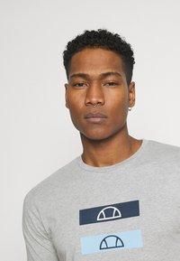 Ellesse - JACE - T-shirt z nadrukiem - grey - 3