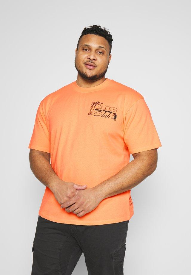 ONE THE ROAD - T-shirts print - cantaloupe