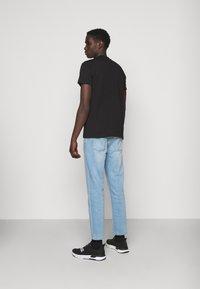 Versace Jeans Couture - MOUSE - Camiseta estampada - black - 3
