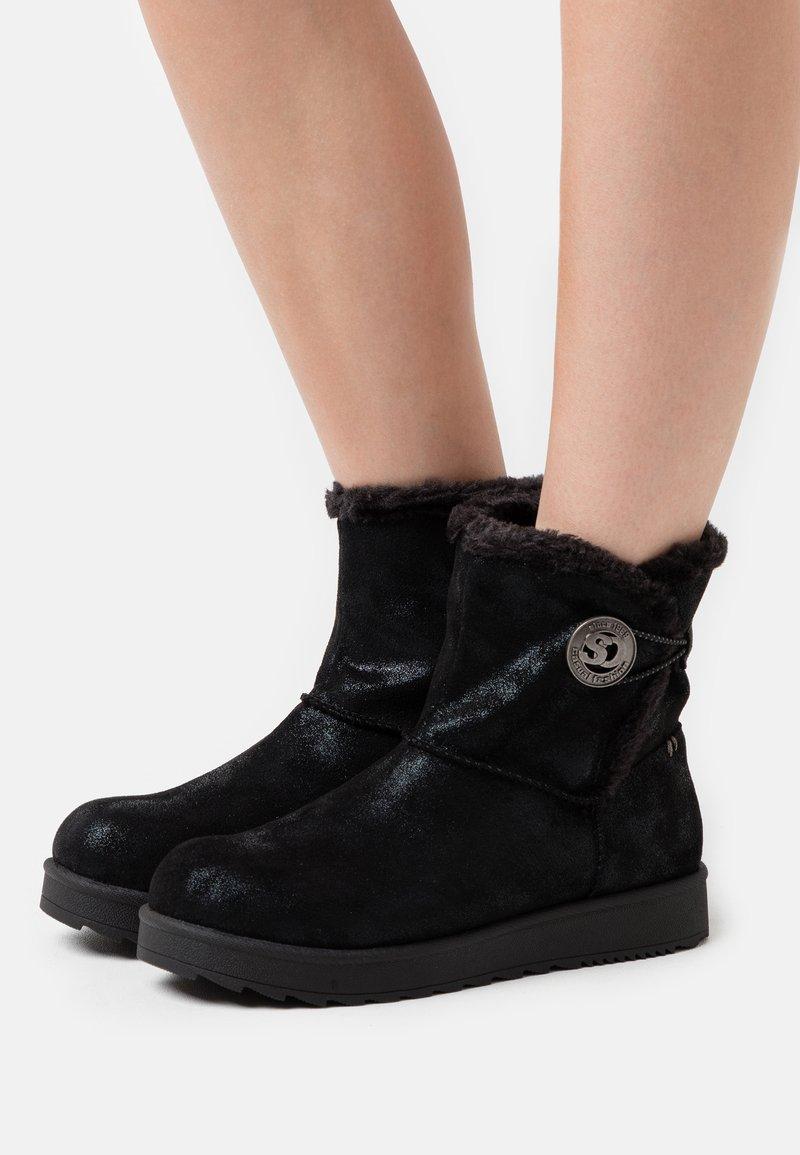s.Oliver - Kotníkové boty - black glitter