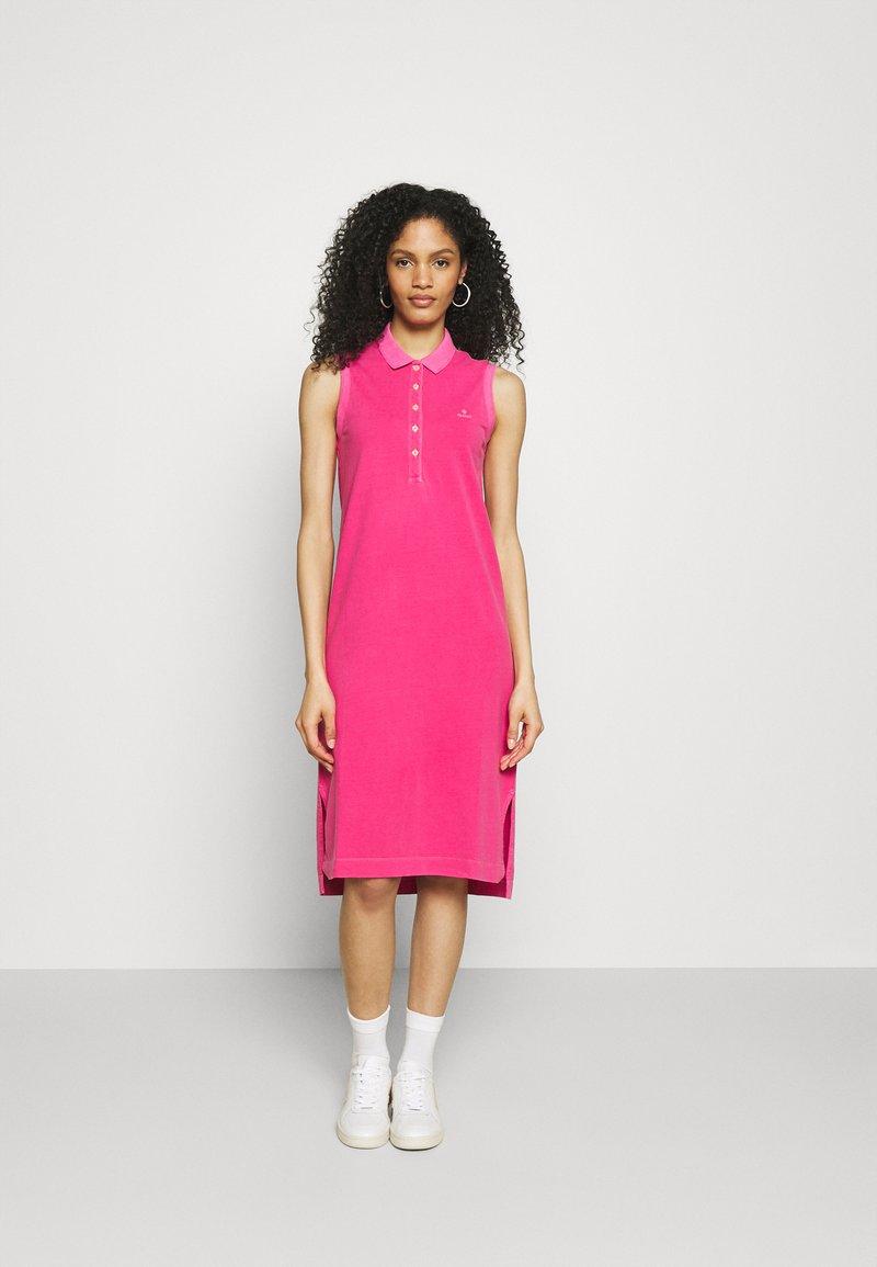 GANT - SUNFADED DRESS - Fodralklänning - cabaret pink