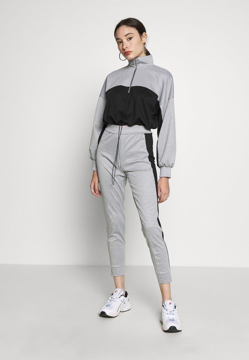 Missguided Petite - PETITE HIGH NECK ZIP TOP AND LEGGING - Tracksuit - black/grey