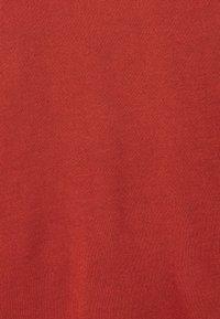ONLY - ONLCARRIE CROSS BACK - Print T-shirt - burnt henna - 4