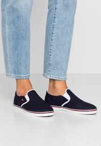 Tommy Jeans - ESSENTIAL SLIP ON SNEAKER - Loafers - twilight navy - 0