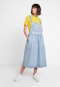 Calvin Klein Jeans - ICONIC DUNGAREE DRESS - Maxi dress - light stone - 1