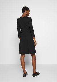 Anna Field - PUNTO FIT & FLARE - Robe en jersey - black - 2