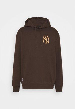 MLB NEW YORK YANKEES OVERSIZED SEASONAL COLOUR HOODY - Klubové oblečení - midnight brown