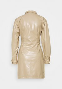 Missguided - BUTTON FRONT UTILITY DRESS - Robe chemise - cream - 1