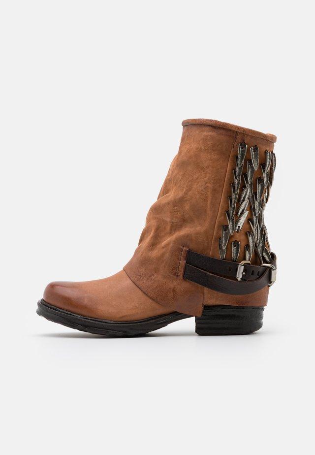 Cowboy/Biker boots - tabacco