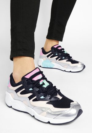 Trainers - silver/candy pink