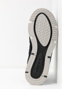New Balance - X-RACER - Sneakers - black - 6