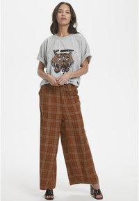 Karen by Simonsen - MICHIGANKB - Spodnie materiałowe - camel - 1