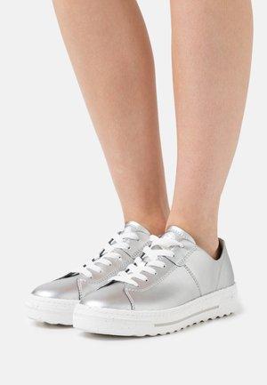 Sneakers basse - metallic