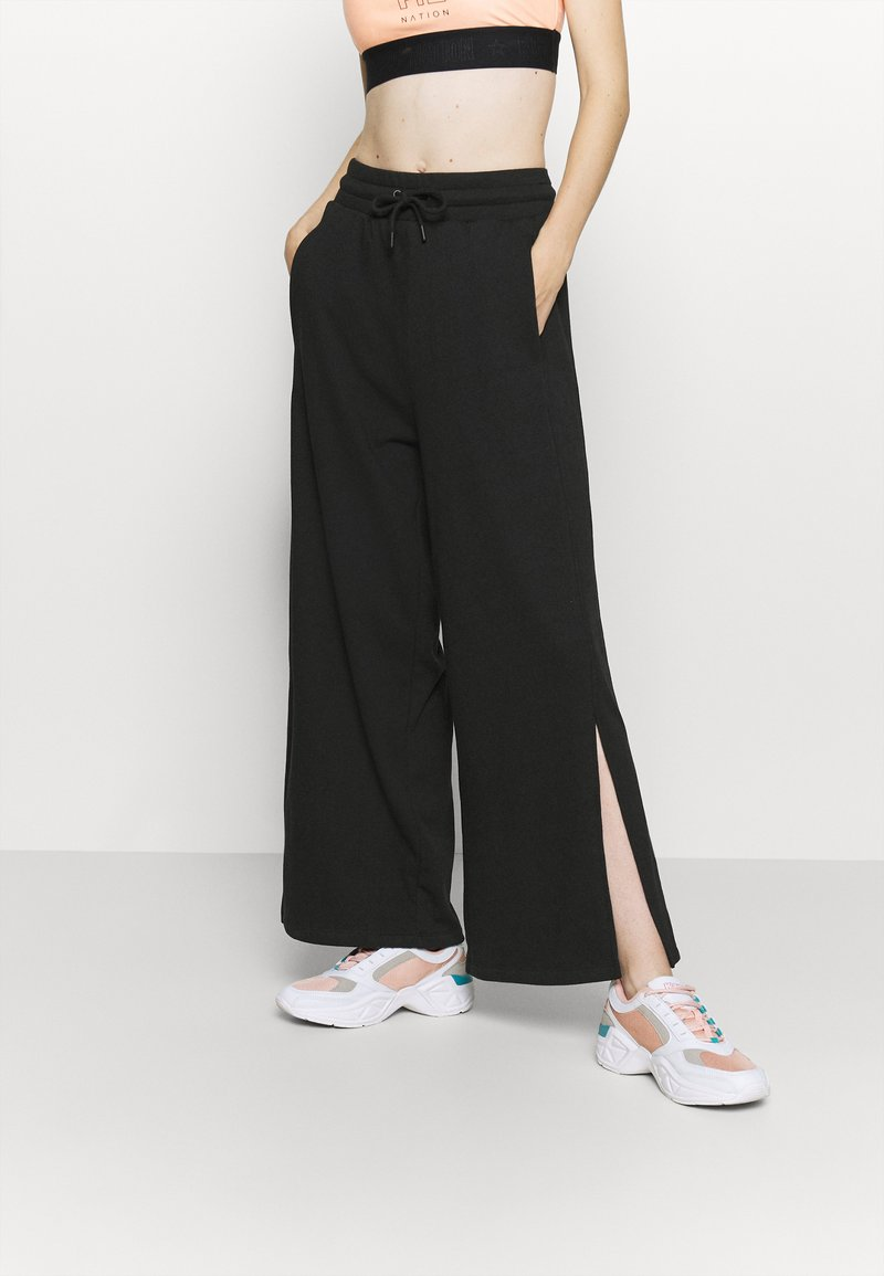 NU-IN - WIDE LEG SPLIT SEAM PANTS - Trainingsbroek - black