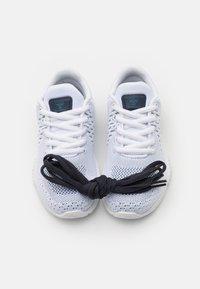 Hummel - AEROCHARGE ENGINEERED JR UNISEX - Chaussures de handball - white - 5