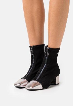 DITA - Korte laarzen - noir/argent