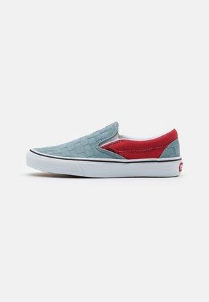 CLASSIC UNISEX - Slip-ons - light blue/red/white