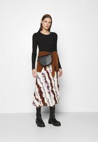 Selected Femme - SLFANNA CREW NECK TEE  - Long sleeved top - black - 1
