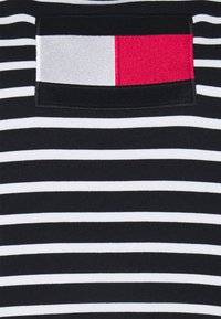 Tommy Hilfiger Curve - REGULAR FLAG HOODIE - Sweatshirt - desert sky/white - 3