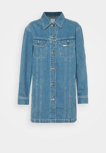 RELAXED RIDER JACKET - Denim jacket - blue denim