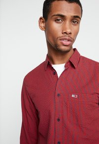 Tommy Jeans - GINGHAM SHIRT - Chemise - red - 5