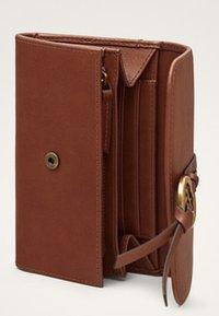 Massimo Dutti - MIT METALLAPPLIKATION  - Wallet - brown - 4
