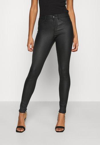 PCSHAPE UP PARO COATED - Jeans Skinny Fit - black