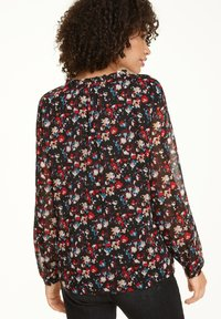 comma casual identity - MIT ALLOVER-MUSTER - Blouse - black camouflage - 2